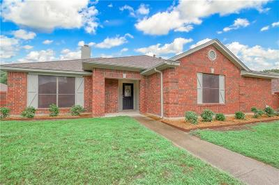 Desoto Single Family Home For Sale: 916 Breckenridge Drive