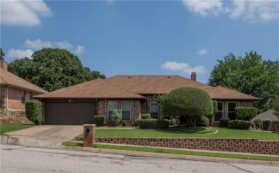 Bedford Single Family Home For Sale: 1505 Woodvale Drive