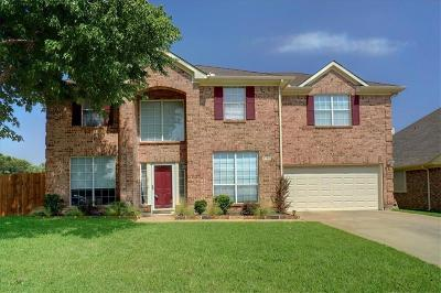 Haltom City Single Family Home For Sale: 5795 Fawn Court