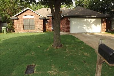 Tarrant County Single Family Home For Sale: 6016 Maple Leaf Drive