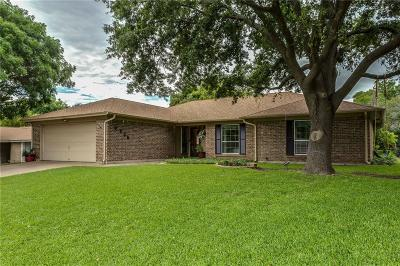 Benbrook Single Family Home For Sale: 9936 Farmington Drive