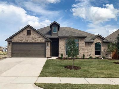 Saginaw Single Family Home For Sale: 240 Cattlemans Trail