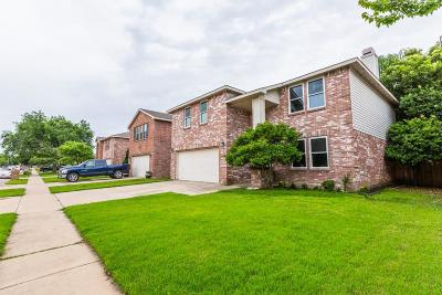 Fort Worth Single Family Home For Sale: 1912 Lariat Drive