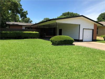 Dallas County Single Family Home For Sale: 7230 Wake Forrest Drive