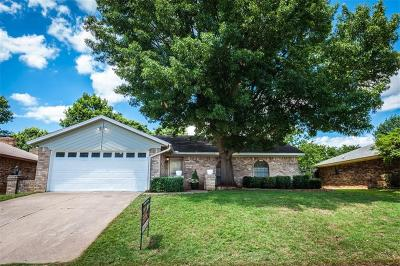 Euless Single Family Home For Sale: 111 Ginger Lane