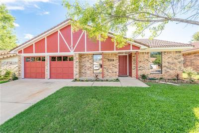 Fort Worth Single Family Home For Sale: 7320 Ridge Road W