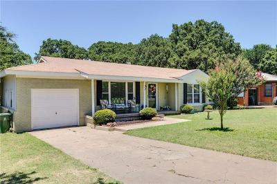 Hurst Single Family Home For Sale: 123 E Oak Drive