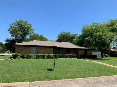 North Richland Hills Residential Lease For Lease: 5712 Crestwood Circle W