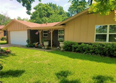 Euless Single Family Home For Sale: 709 Simmons Drive