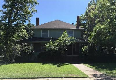 Single Family Home For Sale: 900 S Crockett Street