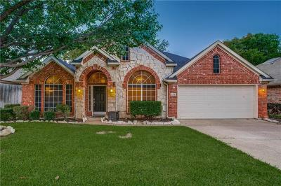 Grand Prairie Single Family Home For Sale: 608 Laura Lane