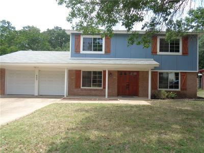 Bedford Single Family Home For Sale: 909 Charleston Drive