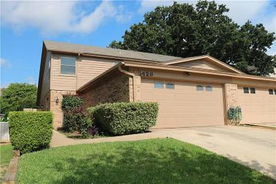 Tarrant County Townhouse For Sale: 1426 Palmnold Circle E