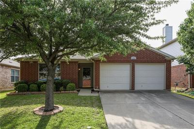 Fort Worth Single Family Home For Sale: 8220 Storm Chaser Drive