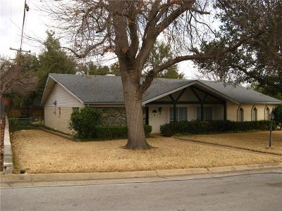 Haltom City Single Family Home For Sale: 5729 Silver Lake Drive