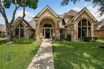 Tarrant County Single Family Home For Sale: 1736 Woodhill Lane