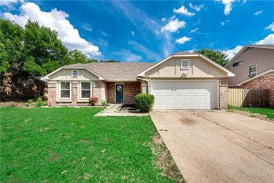 Arlington Single Family Home For Sale: 1504 Waxwing Court