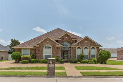 Waxahachie Single Family Home For Sale: 810 Amherst Drive
