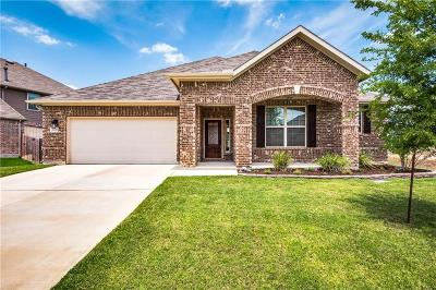Fort Worth Single Family Home For Sale: 1020 Crest Breeze Drive