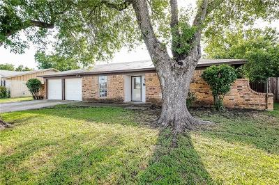 North Richland Hills Single Family Home For Sale: 5112 Holiday Lane