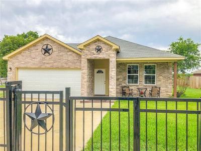 Dallas TX Single Family Home For Sale: $299,000
