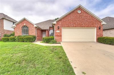 Haltom City Single Family Home For Sale: 5836 Echo Bluff Drive