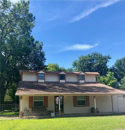 Crandall, Combine Single Family Home For Sale: 105 W Church Street