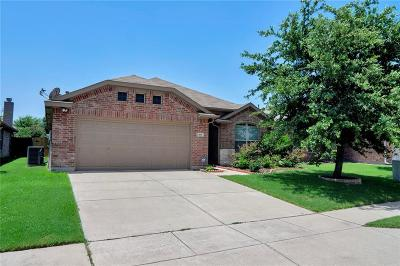 Fort Worth Single Family Home For Sale: 8849 Golden Sunset Trail