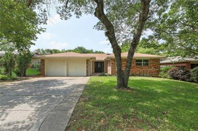 Hurst Single Family Home For Sale: 652 Oak Drive