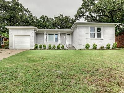 Bedford Single Family Home For Sale: 924 Walter Street