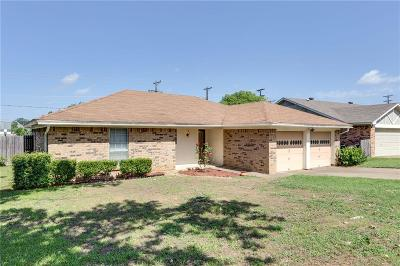 Fort Worth Single Family Home For Sale: 1128 Fox River Lane