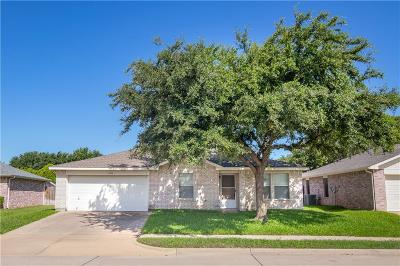 Haltom City Single Family Home For Sale: 4204 Woodcrest Court