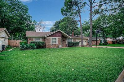 Tarrant County Single Family Home For Sale: 412 Norman Drive
