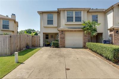Tarrant County Townhouse For Sale: 12638 Bay Avenue