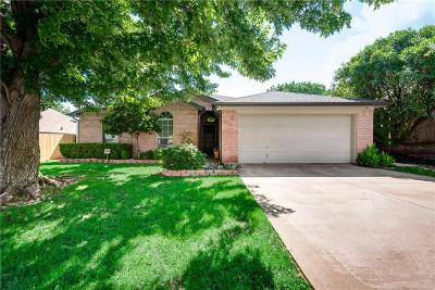 Benbrook Single Family Home Active Contingent: 7120 Stonegate Drive
