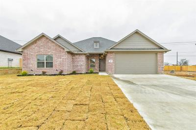 Cleburne Single Family Home For Sale: 1607 Summercrest Drive