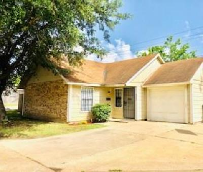 Dallas Single Family Home Active Contingent: 3203 Fort Bend Drive