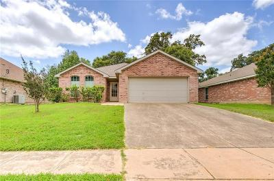 Azle Single Family Home Active Option Contract: 528 Harbor Crest Road