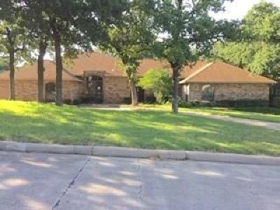 Kennedale Single Family Home Active Option Contract: 804 Shady Creek Drive