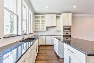 Addison Townhouse For Sale: 14983 Oak Street