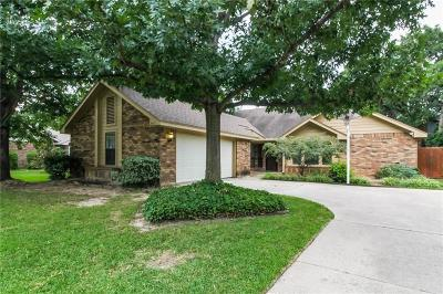 Euless Single Family Home For Sale: 508 Holliday Lane