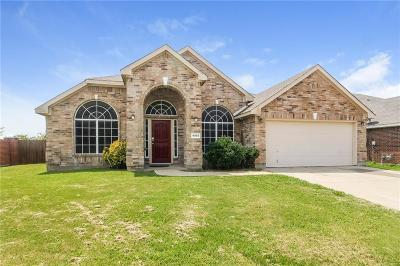 Grand Prairie Single Family Home For Sale: 4955 Autumn