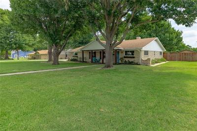 Grapevine Single Family Home For Sale: 506 N Lucas Drive