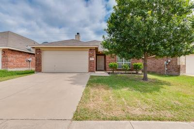 Fort Worth Single Family Home For Sale: 9808 Sparrow Hawk Lane