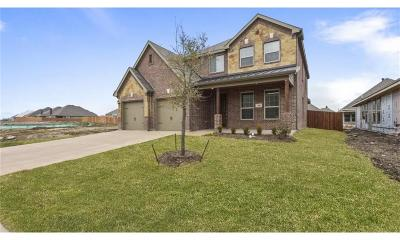 Saginaw Single Family Home For Sale: 304 Cattlemans Trail