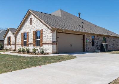 Granbury Single Family Home For Sale: 1110 Cliff Swallow Drive