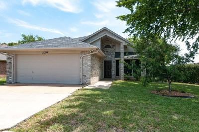 Keller Single Family Home For Sale: 2097 Bronco Lane