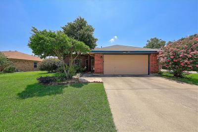 Keller Single Family Home For Sale: 205 Dodge Trail