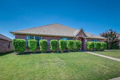 Red Oak Single Family Home For Sale: 114 Red Wolf Lane