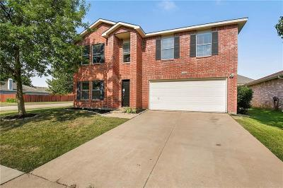 Denton County Single Family Home For Sale: 2700 Peach Drive
